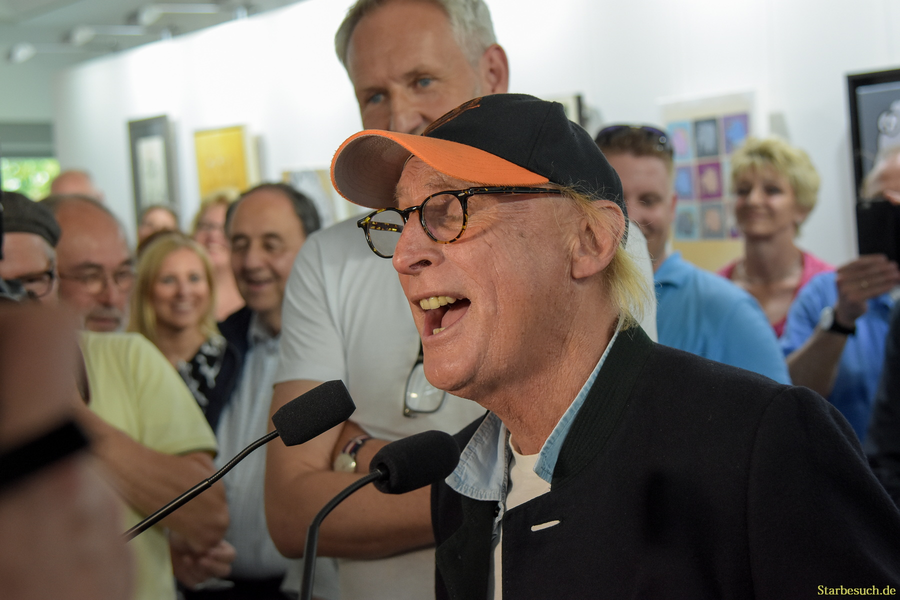 Kelkheim, Germany. 1st Jun, 2017. Otto Waalkes, German comedian, singer, painter, exhibition opening. The exhibition will be from June 2nd - June 25th 2017