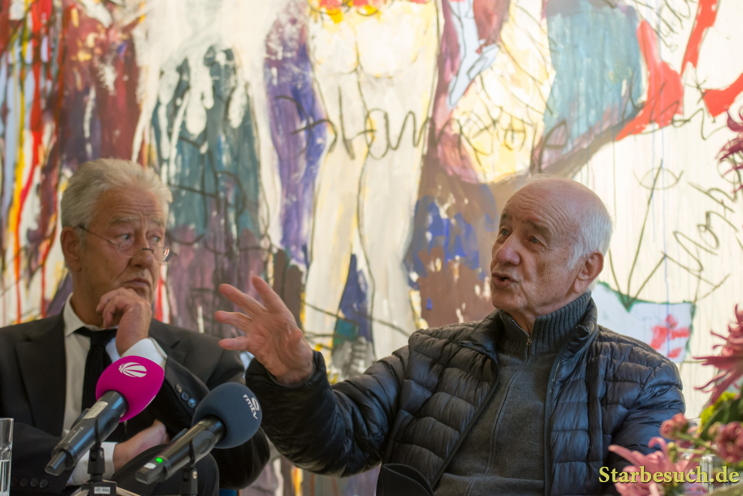 Bad Soden, Germany. 27th October, 2017. Armin Mueller-Stahl, German actor, painter and musician at the press conference for his art exhibition at Stadtgalerie Bad Soden. Exhibition Oct 28-Nov 26 2017