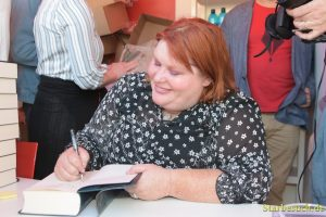 Cassandra Clare, writer, signing books at Frankfurt Bookfair / Buchmesse Frankfurt 2017