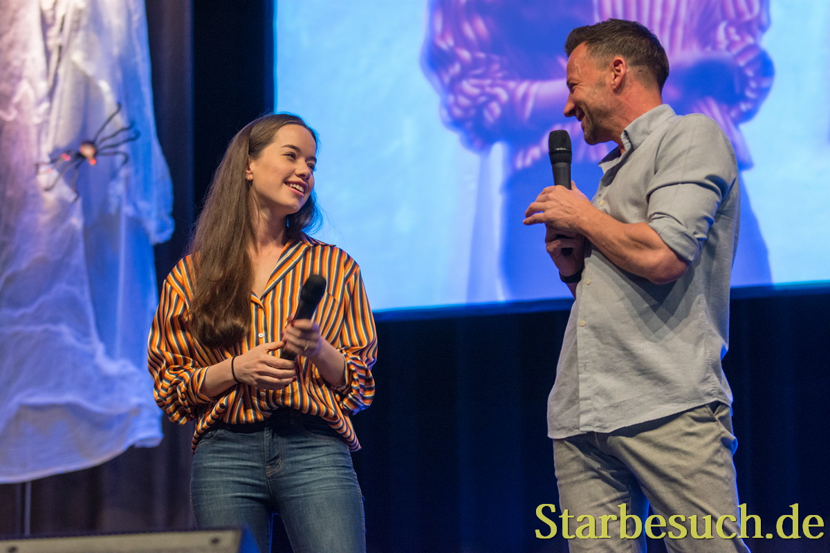 Actors Anna Popplewell, Craig Parker at MagicCon 2018