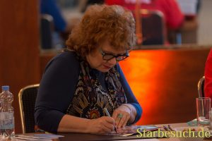Actress Beverly Elliott (Once Upon A Time, Harpers Island, Hope Island , Kindom Hospital) signing autographs at MagicCon 2018