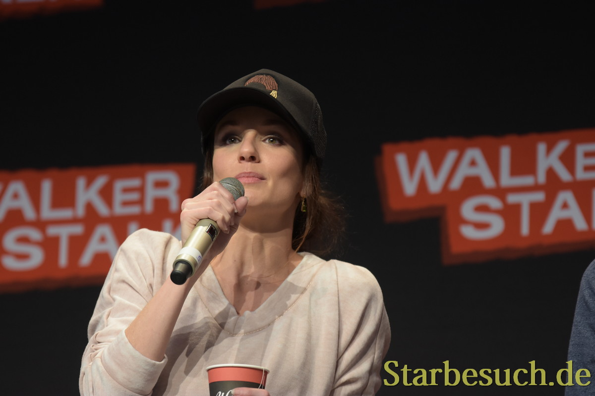 MANNHEIM, GERMANY - MARCH 18: Actress Sarah Wayne Callies (The Walking Dead), panel, at Walker Stalker Germany convention. (Photo by Markus Wissmann)