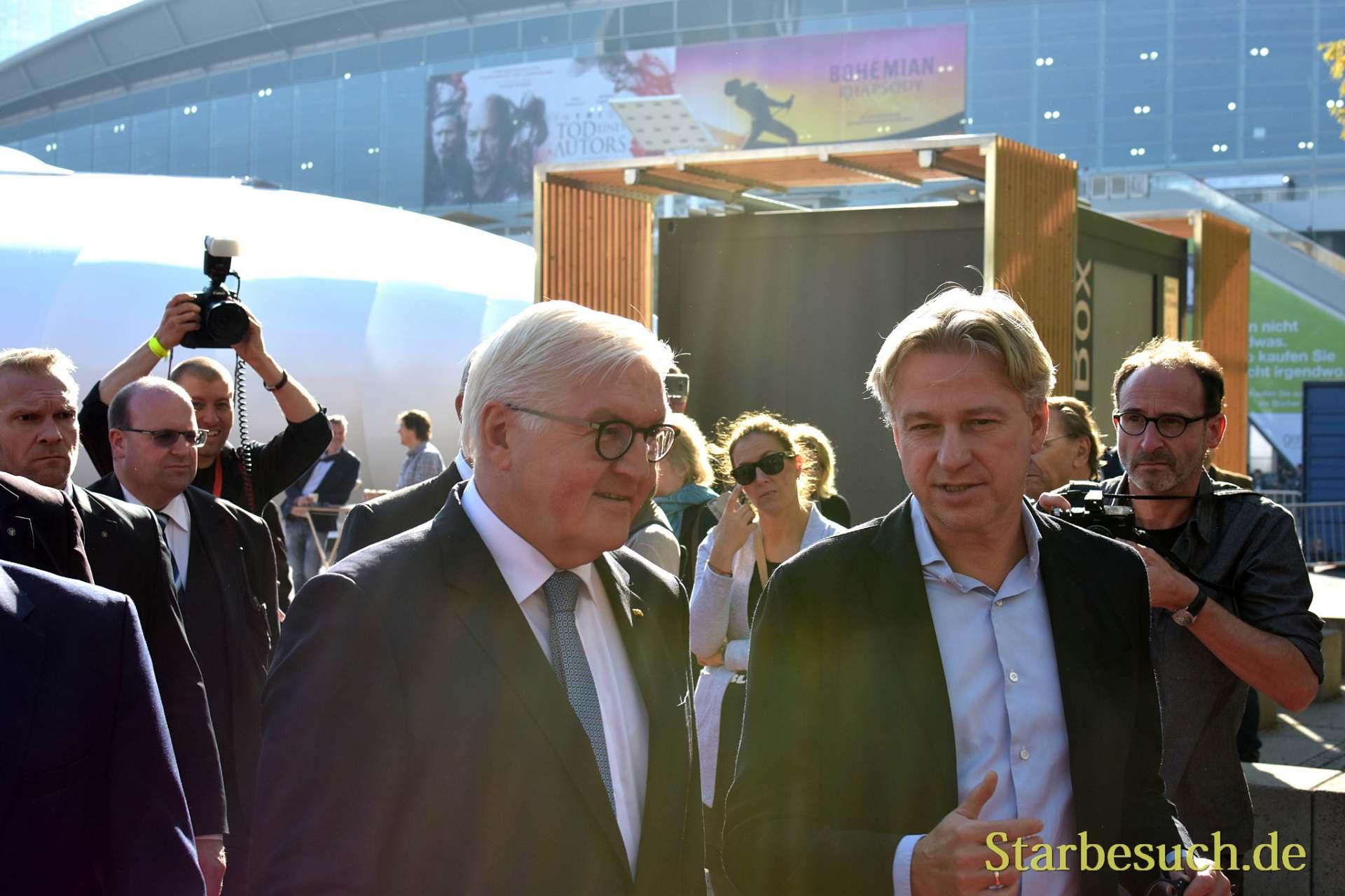 Frank-Walter Steinmeier, Bundespräsident, mit Juergen Boos, Leiter der Buchmesse Frankfurt