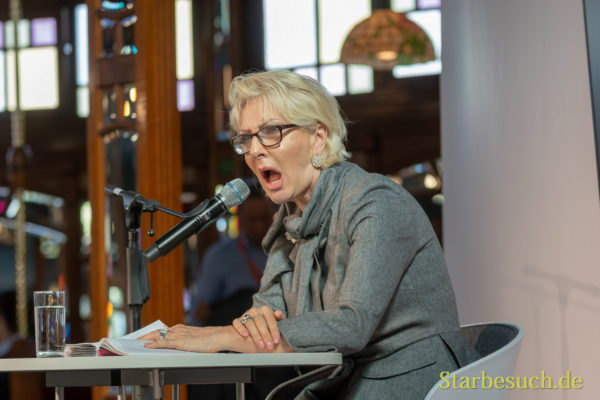 Désirée Nick, Kabarettistin und Society-Expertin