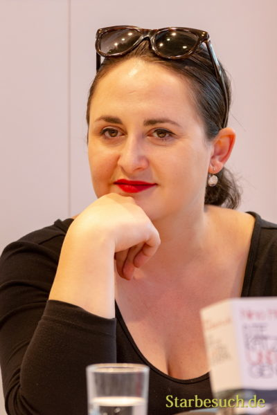 Nino Haratischwili, Autorin