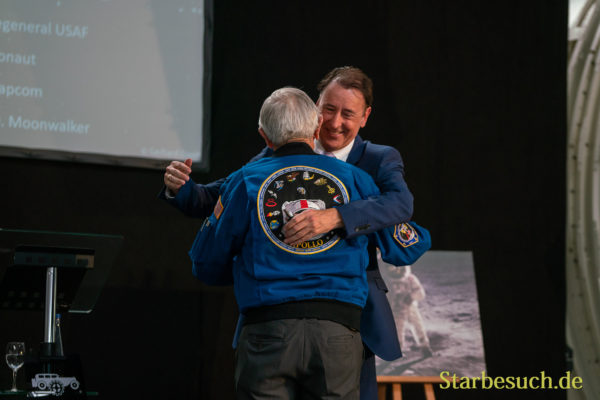 Begrüßung Charlie Duke durch Gerhard Daum