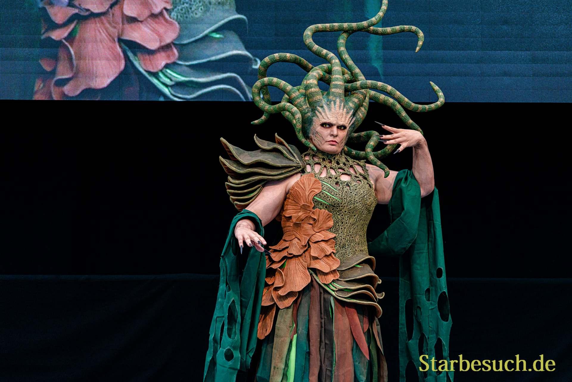 Cosplay Contest #5: Vraska as Majestaetische Gorgo from Magic the Gathering