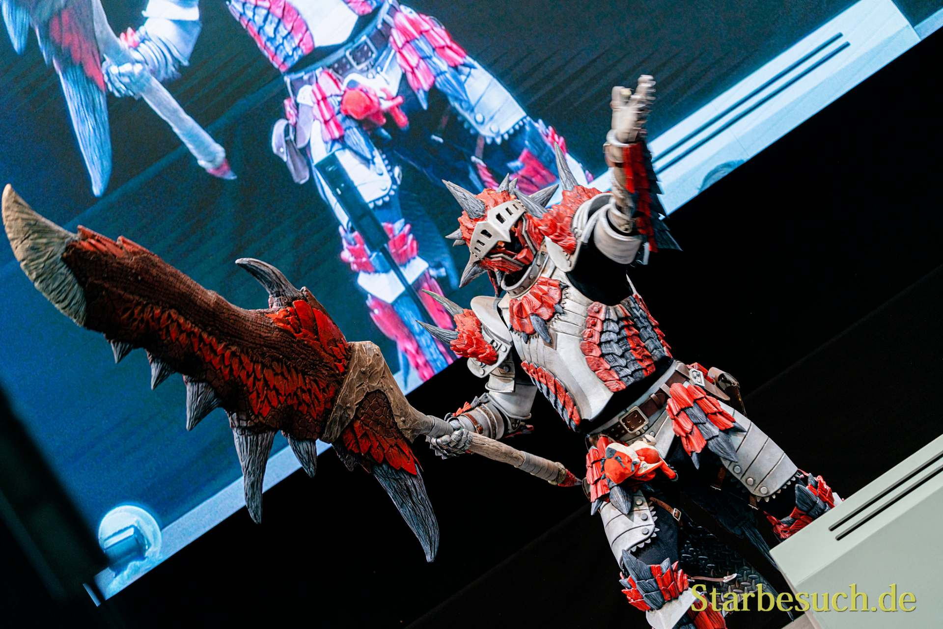 Cosplay Contest #6: Cosplaygeistas Rathalos Armor from Monster Hunter