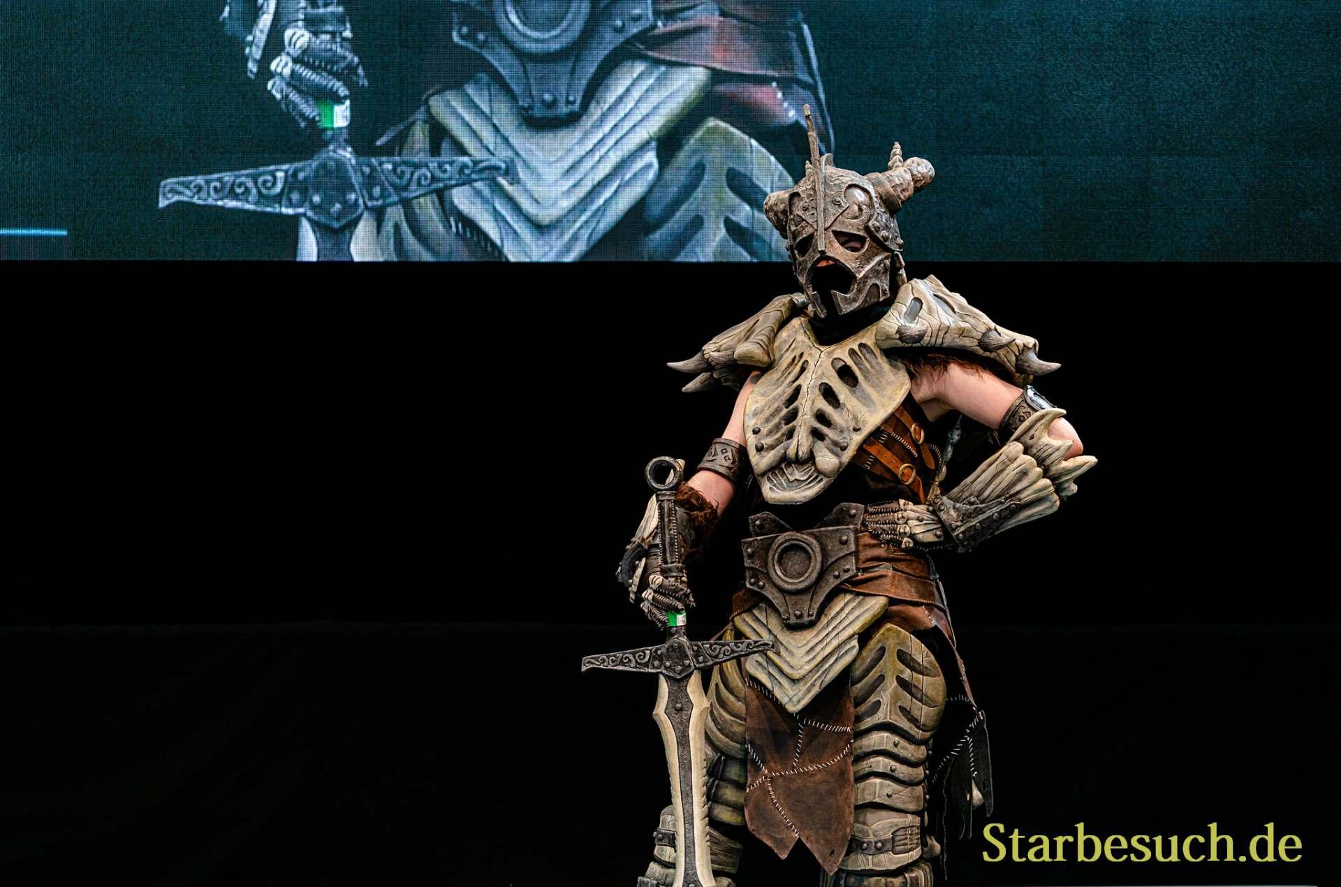 Cosplay Contest #7: Schildwand Cosplay as Drachenknochen Ruestung from Skyrim