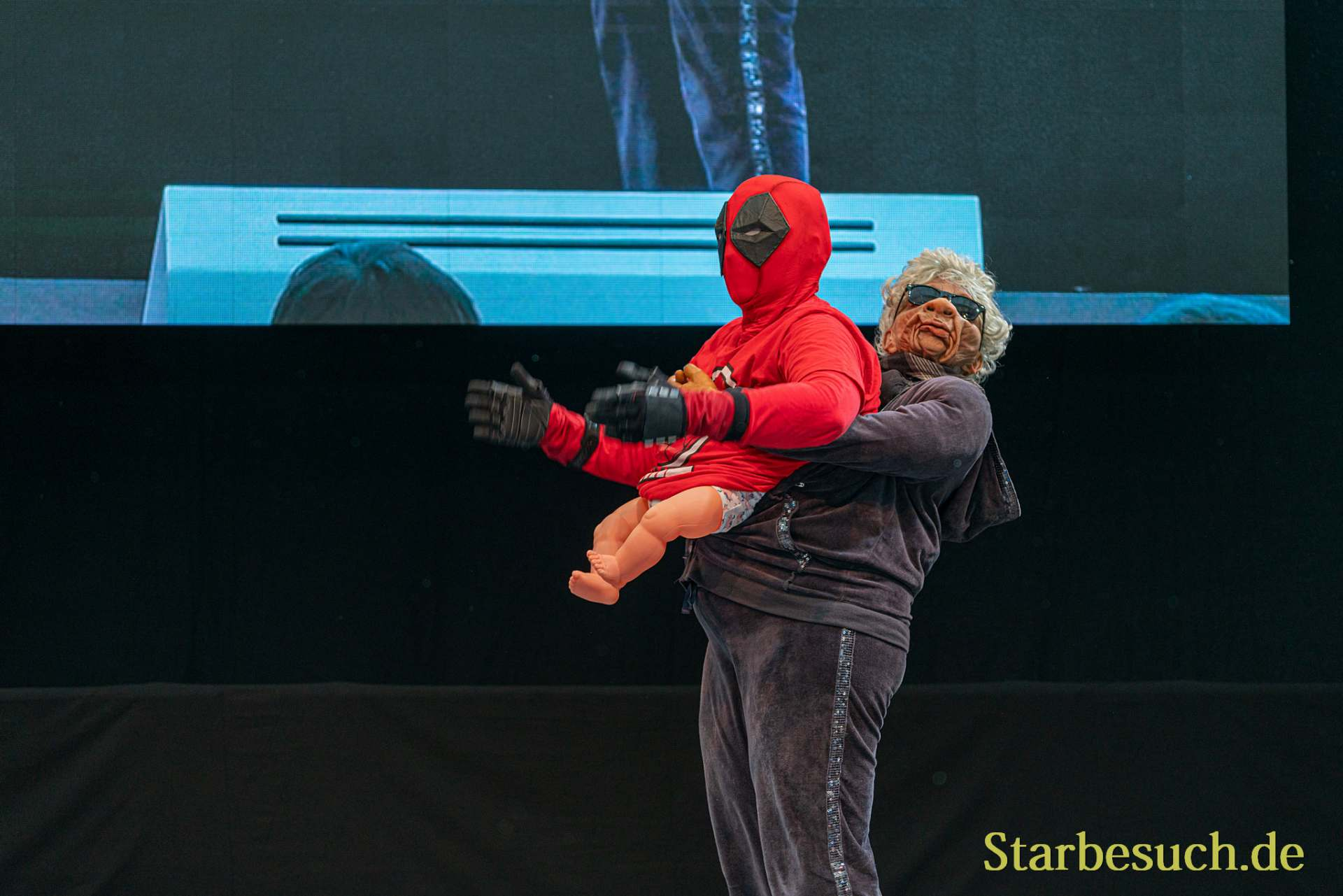 Cosplay Contest #16: Nakawange as Babylegged Deadpool from Deadpool 2