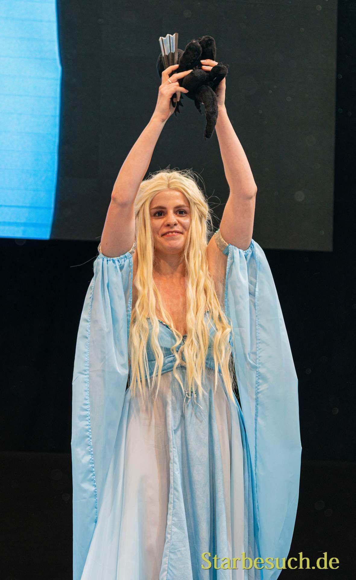 Cosplay Contest #33: Kaisu as Daenerys Targaryen from Game of Thrones