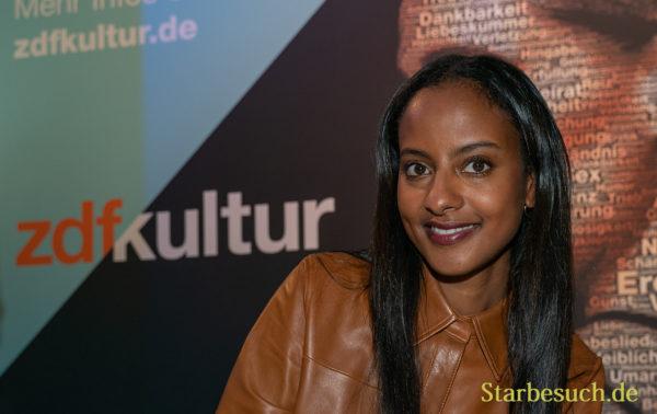 Model Sara Nuru präsentiert ihr Buch 'Roots'