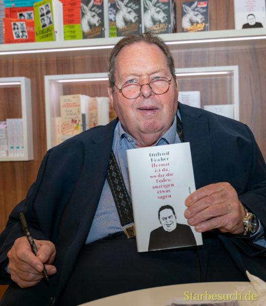 Nach schwerer Krankheit: Ottfried Fischer signiert begeistert für Fans