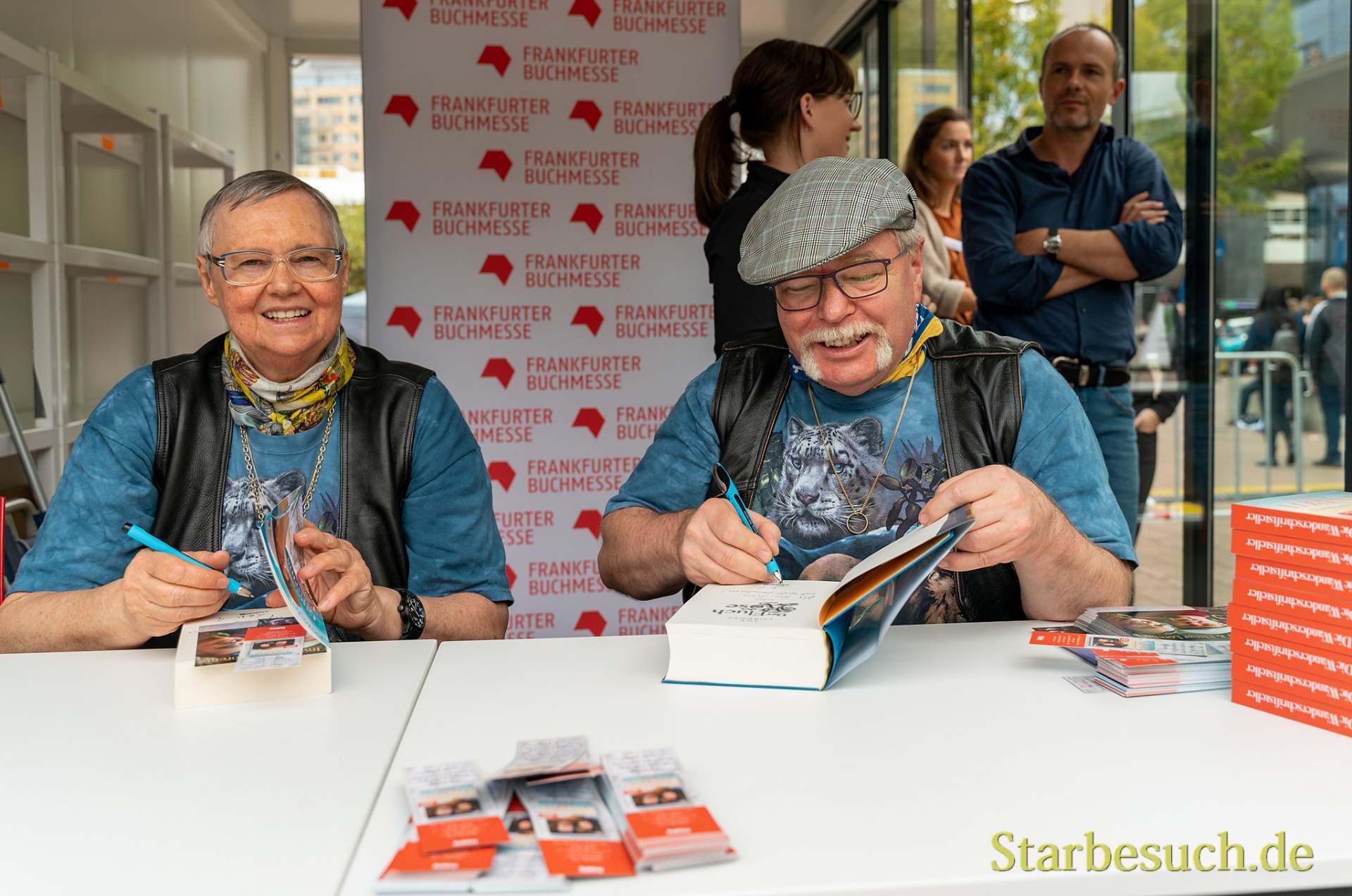 Das Autoren-Duo Iny Lorentz freut sich immer, für Fans zu signieren